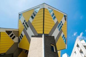 vue des maisons cubiques à rotterdam, le 11 mai 2018 photo
