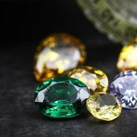 collection de nombreuses pierres précieuses naturelles photo