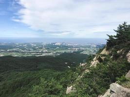 la vue depuis le sommet de la montagne du parc national de seoraksan. Corée du Sud photo