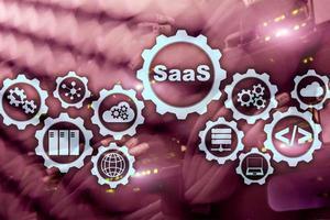 logiciel en tant que service saas. notion de logiciel. modèle de technologie moderne sur fond de salle de serveur à écran virtuel. logiciel à la demande photo