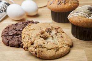 deux biscuits et muffins photo