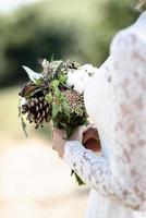 le bouquet de la mariée à partir de cônes et de coton photo