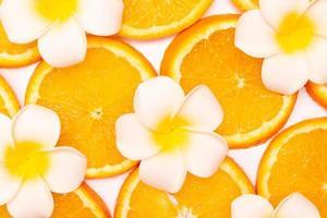 composition de motif de fruits orange. fond de nourriture saine d'été. photo