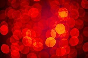les lumières floues rouges et jaunes scintillantes clignotent. photo