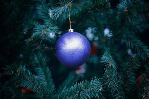 arbre de noël avec des décorations. photo
