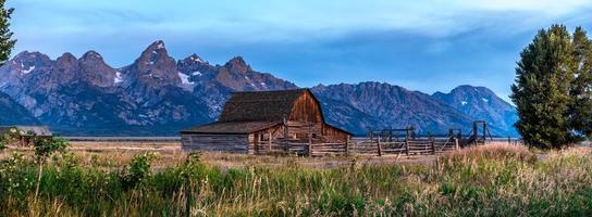 vue panoramique sur les montagnes du grand teton photo