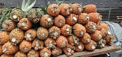 bouillon d'ananas de couleur orange savoureux et sain photo