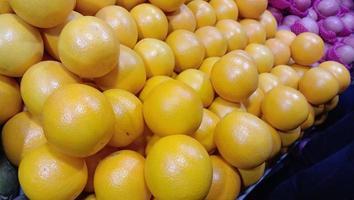 bouillon orange de couleur verte et jaune photo