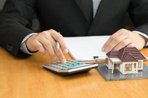 la banque calcule le taux du prêt immobilier photo