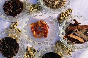 collection de diverses épices saines photo
