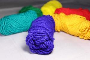 stock de fils de plusieurs couleurs à vendre photo