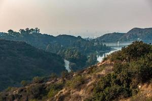 collines hollywoodiennes et paysage environnant près de los angeles photo