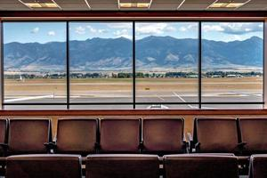 aéroport de bozeman montana et montagnes rocheuses photo