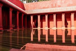 belle architecture de style maroc avec bassin fontaine photo