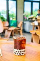 Verre à café americano glacé dans un café-restaurant café-restaurant photo
