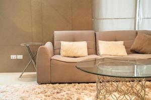 belle décoration d'oreiller sur canapé dans le salon photo