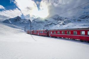 train de montagne suisse bernina express photo