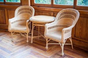 vieilles chaises en osier photo