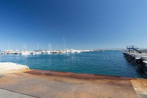 port de porto santo stefano avec des bateaux et la mer, italie, 2020 photo