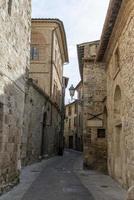 Bâtiments dans le village de San Gemini, Italie, 2020 photo
