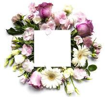 fleurs roses dans un cadre avec un carré blanc pour le texte photo
