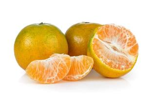 mandarine sur fond blanc photo