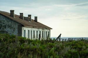 paysage avec de vieilles maisons abandonnées. photo