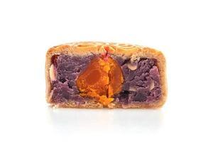 gâteau de lune chinois saveur patate douce violette et jaune d'oeuf photo