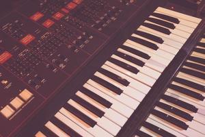 ancien instrument synthétiseur photo