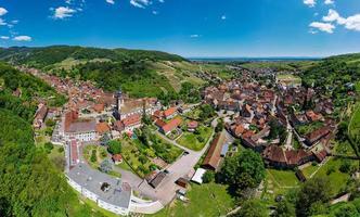 vue panoramique sur le magnifique village d'andlau en alsace. photo