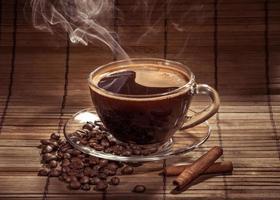 tasse de café fumant photo