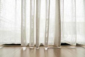 rideaux de filtrage de lumière vides pour le fond avec espace de copie photo