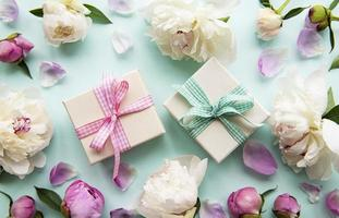 pivoines et coffrets cadeaux photo