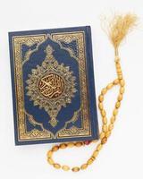 vue de dessus nouvel an islamique avec livre de coran. beau concept de photo de haute qualité