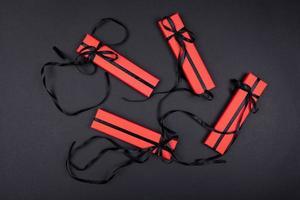 un ensemble de cadeaux et de surprises dans des boîtes lumineuses décorées de rubans photo