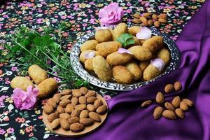 délicieux produits de boulangerie avec des fleurs photo