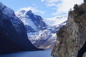 avec un bateau de croisière dans les fjords de norvège photo
