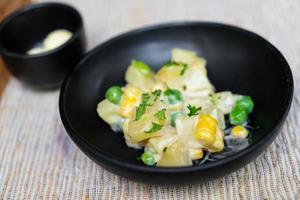 saladier pomme de terre et maïs photo
