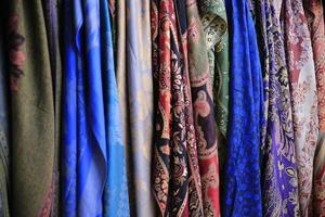 beaux foulards en soie photo
