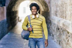 homme noir aux cheveux afro visites à grenade photo