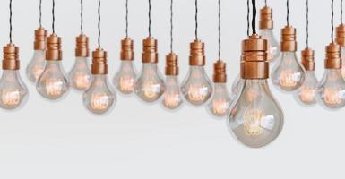 ampoules suspendues avec filament orange photo