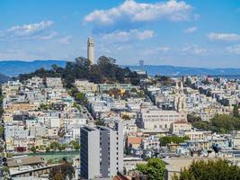 Horizon de San Francisco avec Coit Tower et Oakland Bay Bridge, Californie, États-Unis photo