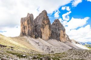 monument des dolomites - tre cime di lavaredo photo