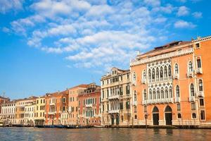 Façade de palais vénitien de 300 ans du canal grande photo