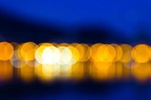 fond d'écran bleu foncé avec des lumières jaunes floues photo