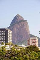 colline des frères vue de la lagune rodrigo de freitas à rio de janeiro, brésil photo