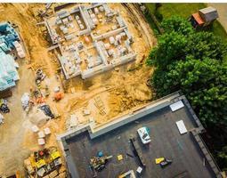 survol d'un chantier de développement de nouvelles constructions photo