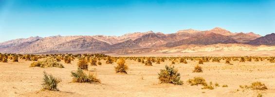 lever du soleil dans le désert de la vallée de la mort en californie photo
