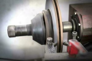 outil de tour de frein polissage des freins à disque des voitures fonctionnant automatiquement photo