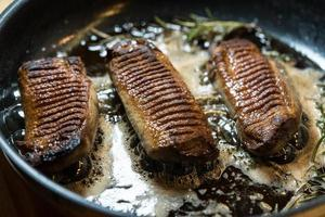magret de canard poêlé avec risotto au safran photo